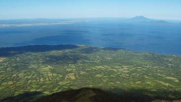 Blick vom Vulkan Concepción auf den Nicaraguasee. Umweltorganisationen warnen vor möglichen negativen Folgen des Kanalbaus auf den größten Süßwassersee Zentralamerikas