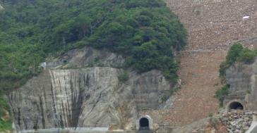 Den Fluss gestaut, das Land überschwemmt, den Menschen ihre wirtschaftliche Lebensgrundlage entzogen: Der Staudamm Hidrosogamoso