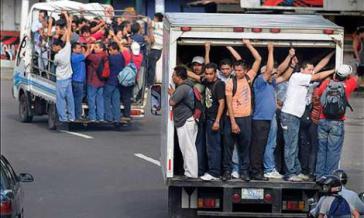 Nachbarschaftshilfe und flinkes Anbieten des eigenen Pkw für bezahlte Fahrten linderten die Not während der Transportblockade
