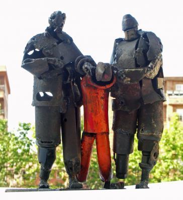 Häftling und Wärter im US-Lager Guantánamo auf Kuba