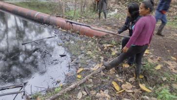 Erdöl-Leckagen haben verheerende Folgen für die Umwelt, das Wasser und die Gesundheit der Bevölkerung
