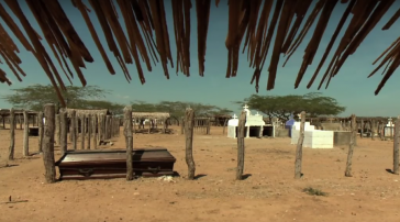 Die Gemeinden leiden unter Wassermangel. 90 Prozent des Flusswassers, sagt Guillén, gehen an die Mafiafincas und El Cerrejón (Screenshot)