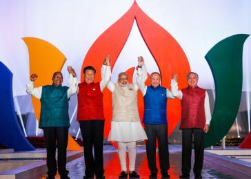 Die Staatschefs von Südafrika, China, Indien,  Russland und Brasilien (von links nach rechts): Jacob Zuma, Xi Jinping,  Narendra Modi, Wladimir Putin und Michel Temer in Goa