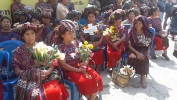 Betroffene und Angehörige begleiten und unterstützen die Zeugen im Völkermordprozess in Guatemala