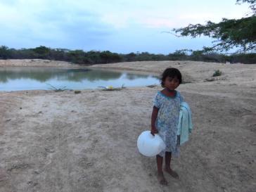Kinder der indigenen Volksgruppe der Wayú in der Region  La Guajira leiden an Hunger oder Wassermangel