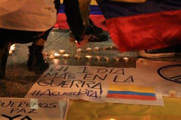 """""""Kein einziger Tag mehr im Krieg - Abkommen jetzt"""". In vielen Städten Kolumbiens finden seit dem Plebiszit ständig Versammlungen auf den Straßen und Demonstrationen für den Frieden statt"""
