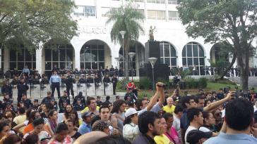 Protest vor dem Gericht in Asunción am Montag