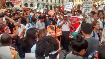 Zehntausende protestierten am Dienstag gegen Kandidatin Fujimori
