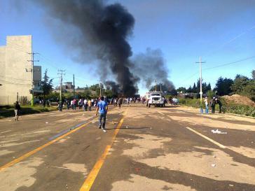 Das letzte Foto von Jesús Sánchez Meza. Zu sehen sind Reihen von Bundespolizisten knapp 50 Meter vor der Straßenblockade