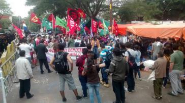 Solidarität mit den Verurteilten und den Aktivisten, die in Zelten vor dem Justizpalast eine Mahnwache abhalten