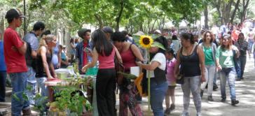 Monatsmarkt in Caracas, Venezuela. Dort werden handwerklich hergestellte Alternativen zu den im Supermarkt fehlenden Produkten angeboten