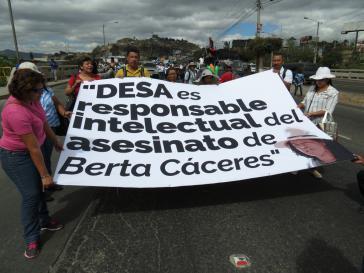 Angehörige von Caceres und COPINH machen die Anteilseigner der Desa für den Mord verantwortlich, die Verbindungen in höchste Staatskreise von Honduras haben sollen