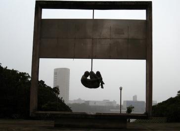 Denkmal gegen Folter und Militärdiktatur in Brasilien. Die Drohung des Generals lässt an dunkle Zeiten denken