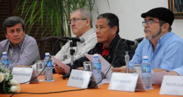 Die Oberkommandierenden der ELN, Nicolás Rodriguez Bautista (links) und der Farc,Timoleón Jiménez bei einer Pressekonferenz in Havanna.