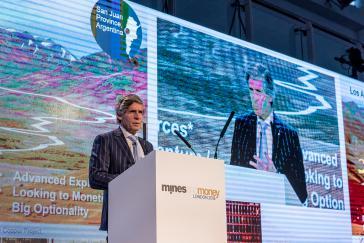 Sein Konzern wurde um 198 Kilo Gold erleichtert: McEwen Mining-Chef Rob McEwen, hier bei der Mines and Money-Konferenz in London (2015)