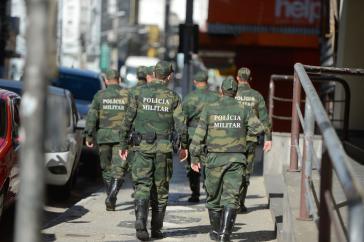 Ein Teil der Militärpolizisten patrouilliert wieder in den Straßen der Hauptstadt des Bundestaates Espirito Santo im Südosten Brasiliens