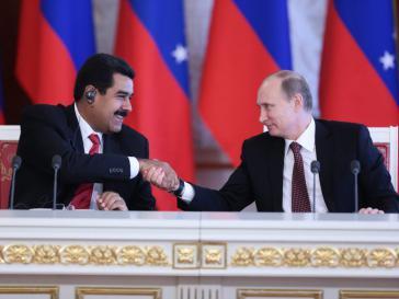 Die Präsidenten von Venezuela, Nicolás Maduro, und Russland, Wladimir Putin, bei ihrer Zusammenkunft in Moskau am 1. Juli 2013