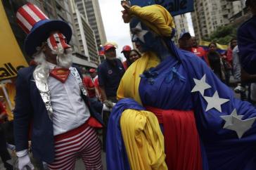 Bei einer Demonstration am 14. August in Caracas, Venezuela, gegen Einmischung und Drohungen mit Militäraktion durch US-Präsident Trump