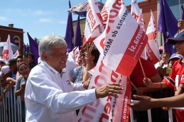 Liegt bei Umfragen für die Präsidentschaftswahlen in Mexiko vorn:  Andrés Manuel López Obrador, hier mit Anhängern seiner Morena-Partei