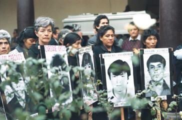 Angehörige von Opfern des Massakers von La Cantuta. Ein Dozent und neun Studierende wurden am 18. Juli 1992 vom Militär entführt und sind seitdem verschwunden