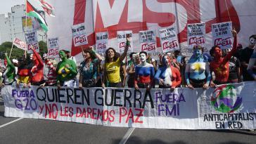 """""""Sie wollen Krieg - Wir lassen sie nicht in Frieden"""": Zehntausende gingen in Buenos Aires gegen die Politik der G20 auf die Straße"""