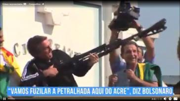 """Bei einem Wahlkampfauftritt im Bundesstaat Acre am 1. September verspricht der Präsidentschaftskandidat Jair Bolsonaro die """"linke PT-Mischpoke aus Acre hinauszuschießen""""."""
