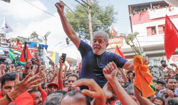 Brasiliens Ex-Präsident mit Anhängern am 7. April 2018, kurz vor seinem Haftantritt