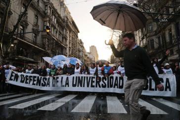 Aus Empörung über die desaströse Situation der staatlichen Hochschulen streiken seit Anfang August die Lehrkräfte