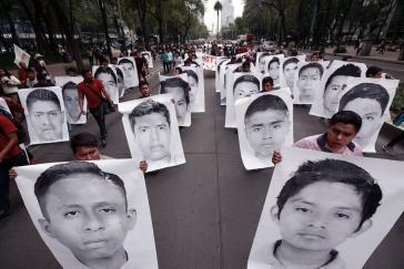 Die Eltern der verschwunden Studenten von Ayotzinapa fordern vom neu gewählten Präsidenten Mexikos, die Aufklärung in dem Fall voranzutreiben