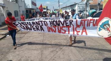Demonstrationen gegen den jüngsten Angriff auf ein Lager der Landlosenbewegung MST