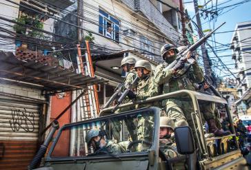 Die jüngste Militäroperation in Rio de Janeiro ist bis Ende 2018 geplant. Bereits nach einem Monat sind Kosten in Höhe von 800 Millionen Euro angefallen