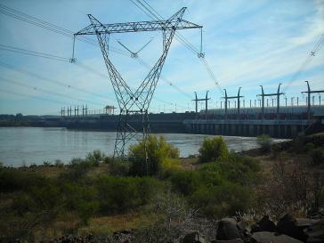 """Das Wasserkraftwerk am Staudamm von Salto Grande an der Grenze von Argentinien zu Paraguay soll wegen Leitungsschäden einer der beiden """"Hauptschuldigen"""" für den Stromausfall sein"""