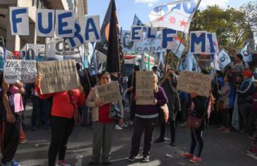 """In Argentinien gibt es seit Beginn der Kreditaufnahme massive Proteste gegen den IWF und die """"Sparpolitik"""" Macris"""
