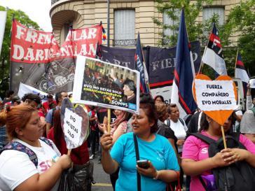 In einigen Ländern Lateinamerikas kam es zu Demonstrationen gegen den Putsch, wie hier in Buenos Aires (Argentinien)