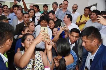 Liegt bei Umfragen vorn: Boliviens amtierender Präsident Evo Morales, hier bei der Einweihung der Digitalen Universitätsklinik von Santa Cruz am 30. September