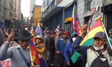 """Die Parole bei der Großdemonstration in La Paz am Mittwoch lautete: """"Añez, Rassistin, wir wollen deinen Rücktritt, das Volk will dich nicht"""" (Añez, racista, queremos tu renuncia, el pueblo no te quiere)"""