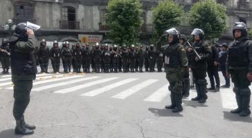 Seit der Selbsternennung von Añez riegeln immer mehr Polizisten den  Plaza Murillo ab, wo sich auch der Regierungssitz und das Parlament befinden