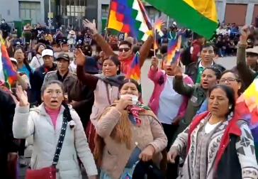 In Bolivien protestieren immer mehr Menschen gegen den erzwungenen Rücktritt von Morales und die Gewalt der Sicherheitskräfte