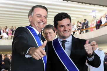 Einer braucht(e) den anderen. Der ultrarechte Präsident Jair Bolsonaro und sein Justizminister Sérgio Moro während einer Ehrung Anfang Mai 2019 in Brasília .