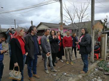 Bewohner vonVila Nazaré im Gespräch mit Abgeordneten aus dem Brasilianischen Nationalkongress, dem Landesparlament von Rio Grande do Sul und dem Stadtparlament von Porto Alegre