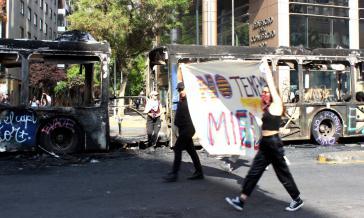 """""""Wir haben keine Angst"""": Demonstrierende in Santiago"""