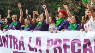 """""""Gegen die Prekarisierung des Lebens"""" steht auf dem Plakat der Frauendemo in Chile"""