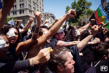 """Bei der Demonstration """"Die blinden Kinder des terroristischen Staates von Piñera"""""""