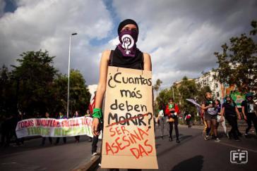 """Frauen in Chile bezogen den """"Internationalen Tag gegen Gewalt an Frauen"""" am 25. November in die Proteste ein"""