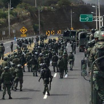 Präsident Moreno versuchte am Sonntag zunächst weiterhin mit Hilfe des Militärs, die vom IWF geforderten Maßnahmen im wahrsten Sinn des Wortes zu verteidigen