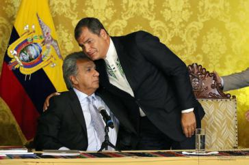 Einst Weggefährten, heute erbitterte Gegner: Ecuadors amtierender Präsident Lenín Moreno und sein Vorgänger Rafael Correa bei der Amtsübergabe im April 2017