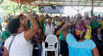 Mehr als 1.200 Frauen und 350 Kinder kamen im rebellischen Territorium der Garifuna in Vallecito, Iriona, Colón, Honduras, zusammen