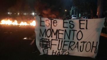 """Transparent bei den Protesten zum 10. Jahrestag des Putsches in Honduras: """"Das ist der Moment. Weg mit JOH"""""""