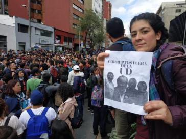 """""""Korrupte raus aus der UD"""": Studierende der  Universidad Distrital in Bogotá protestieren gegen korruptes Führungspersonal"""