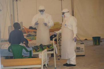 Weltweite Anerkennung fand der Einsatz von kubanischem Gesundheitspersonal im Kampf gegen Ebola in Afrika, hier in Sierra Leone